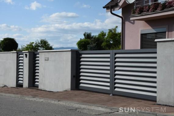 Hliníková dvojkrídlová brána a branka Nova - Prievidza, 2017