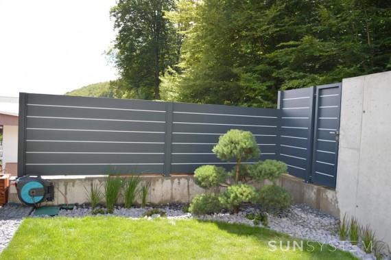 Nepriehľadný moderný hliníkový plot BLOCK - Myslava