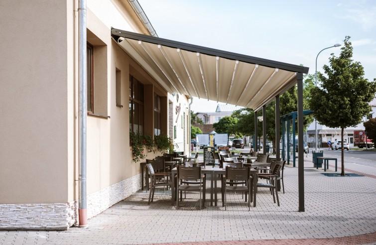 Moderné zastrešenie reštaurácie