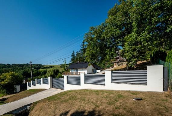 Aby vám to okolo domu ladilo: ideálna kombinácia plota, brány a bránky